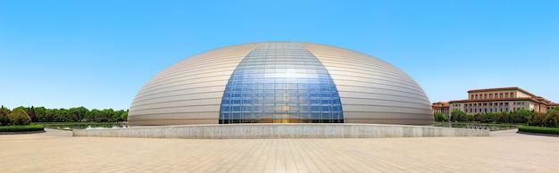 北京、中国-2018年5月8日:北京の近代建築国家大劇院、ncpa、通称ジャイアントエッグまたはダックエッグまたはフローティングエッグ、建築家ポールアンドリューによるプロジェクト。