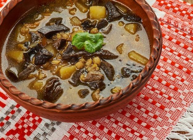 Белорусский грибной суп с сушеными грибами и перловой крупой