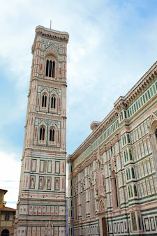 Колокольня базилики санта мария дель фиор, флоренция, италия
