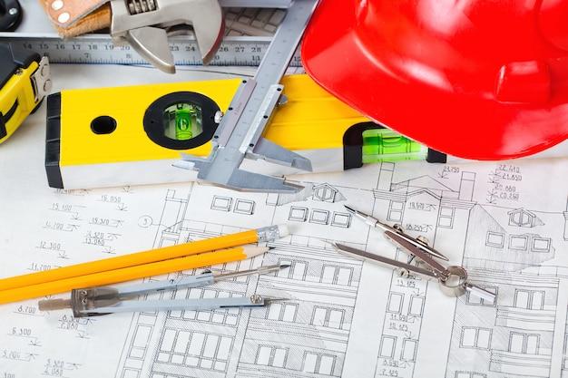 テーブルのbelolmスペースでの建築のための建築計画とオブジェクト