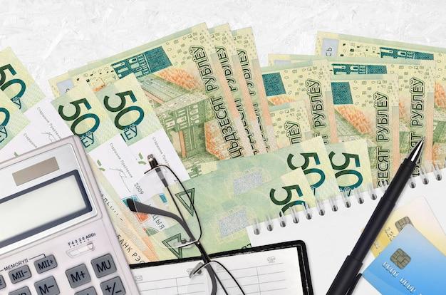 Белорусские рубли купюры и калькулятор с очками и ручкой