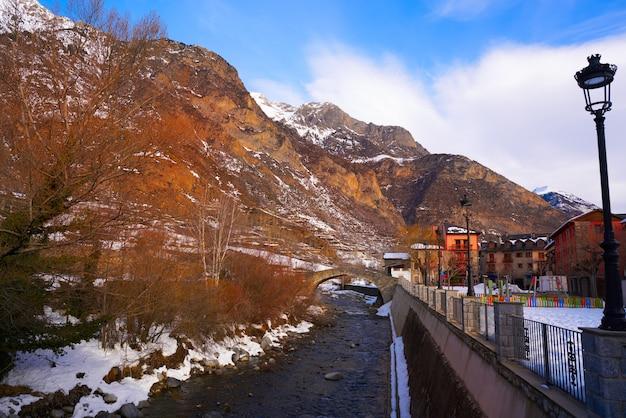 Бенаск средневековый мост через реку эсера