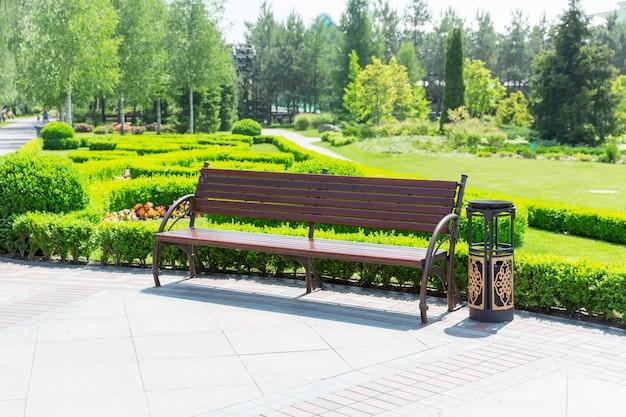 지역 공원 벤치