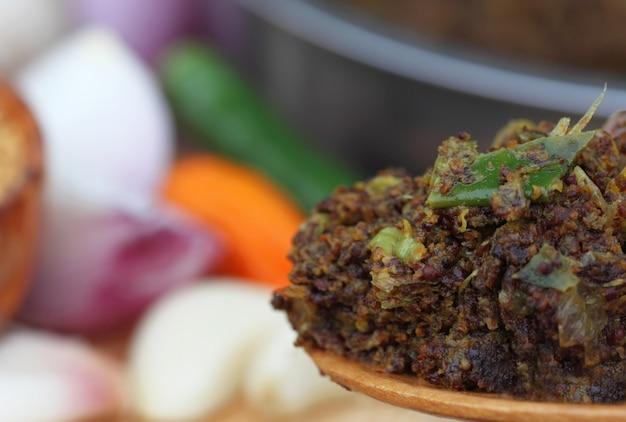 他の材料を使ったマスタードのベンガル料理