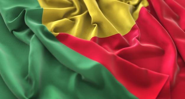 Bandiera di benin increspato splendente ondeggiare macro close-up shot