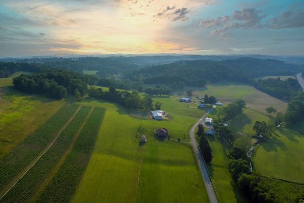 ベントレービルの町アメリカ、ペンシルベニア州の丘の農家の村の風景