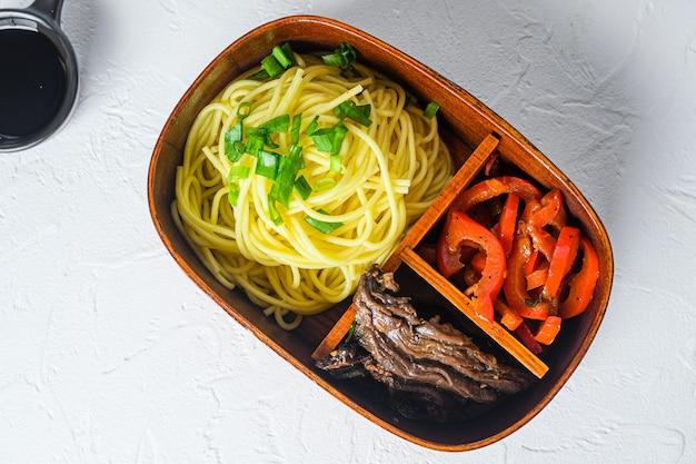 弁当牛肉麺弁当箱上面図。