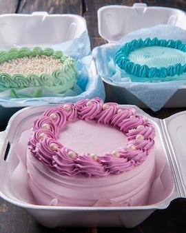 Бэнто торт. маленький торт в ланч-боксе, родом из азии, но пользующийся успехом во всем мире.