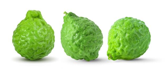 白い表面に分離されたベルガモットの果実