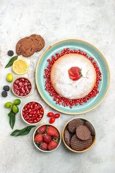 ベリーとクッキーシナモンベリージャムクッキーケーキとお茶