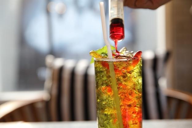 Ягодный коктейль игристый с лаймом