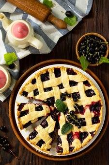 ベリーパイの夏フレッシュベリーカラントの甘いパイタルトカラントのおいしいケーキ上面図