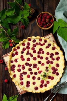 ベリーパイの夏新鮮なベリーラズベリーと甘いパイのタルト上面図