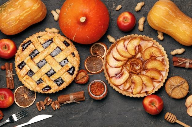 Ягодный пирог и яблочный пирог