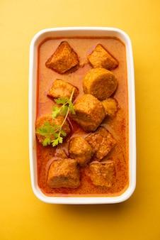 Besan gatte kisabziまたはgattacurry recipe、ランチまたはディナーに人気のラジャスタンメニュー