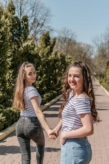 Лучший друг девушек весной лето город улица