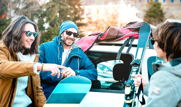 Best friends having fun together with ski and snowboard at mountain roadtrip
