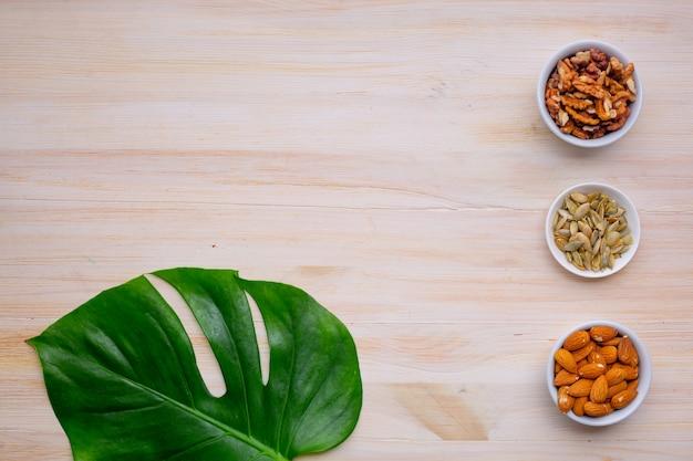 Лучшие орехи и семечки для кето диеты. копировать пространство