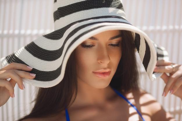 Beutiful girl in the hat