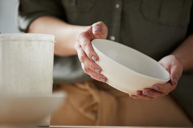 Красивая тарелка ручной работы