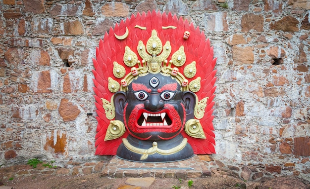 Бхайраб наах («танец бхайравы») - это древний танец в масках, исполняемый общиной невар в долине катманду в непале в рамках фестиваля индра джатра. эта маска используется во время танца.