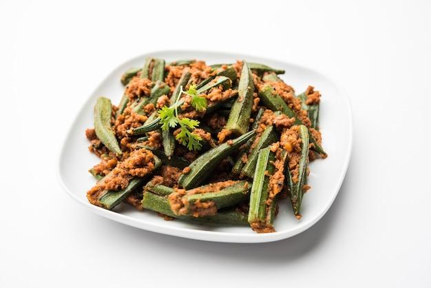 Bharwa masalabhindiまたはstuffedokraは、女性の指またはオクラとスパイスを使用して作られたインドのメインコースの野菜レシピです。
