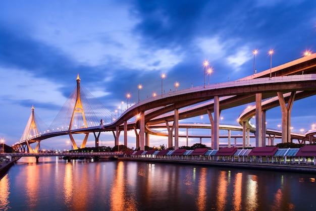 Пумипонский мост ночью