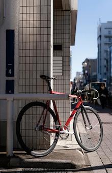 Велосипед на открытом воздухе на улице