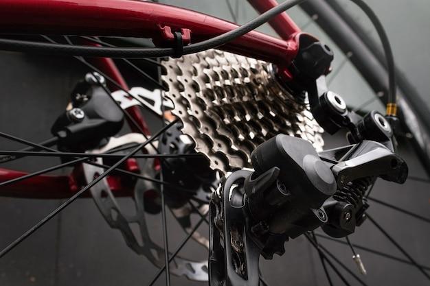 自転車リアディレイラー、カセット、チェーン。 Premium写真