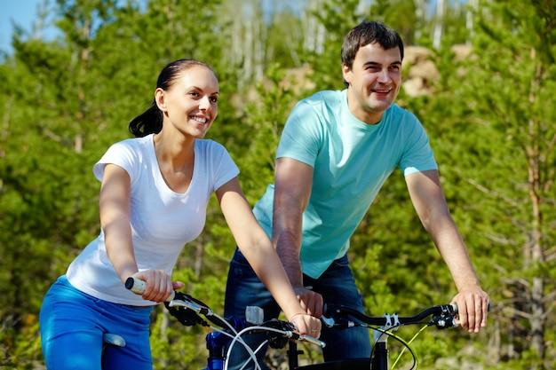 Велосипед ездить мужской рекреационных веселый