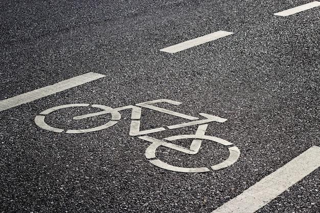 도로에 자전거 도로 표지판