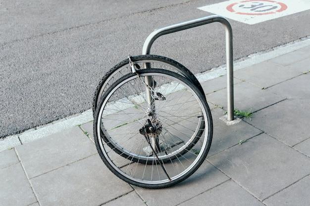 自転車の盗難と車輪のみの放置、自転車盗難犯罪のコンセプト