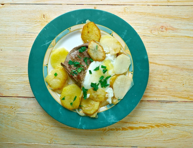 Bife a portuguesa steak and egg portuguese style