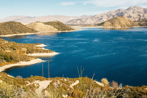 Озеро биг-беар в горах южной калифорнии.