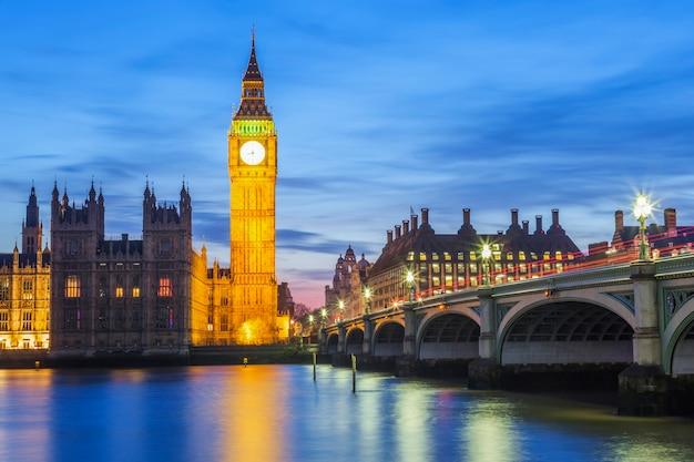 Биг бен и здание парламента в ночное время, лондон, соединенное королевство