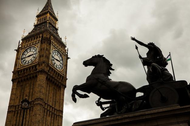 Биг бен в лондоне, великобритания