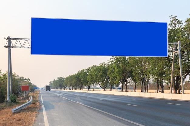タイで道路上の大きな空白サイン