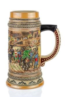 白い背景で隔離の大きな古典的なセラミックドイツビールジョッキ