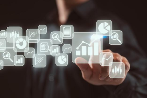ビッグデータ分析とビジネスインテリジェンスbiコンセプトチャート付きビジネスマン
