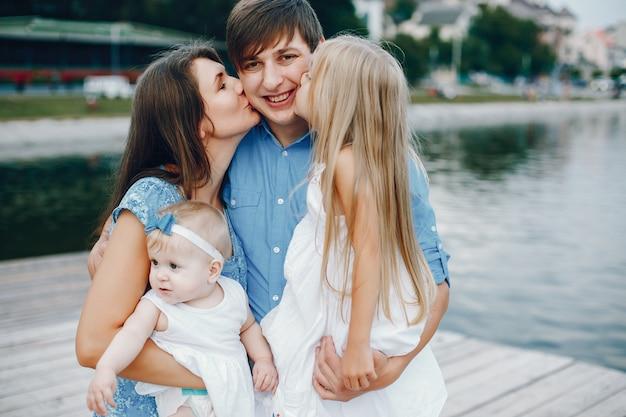 Большая семья возле озера
