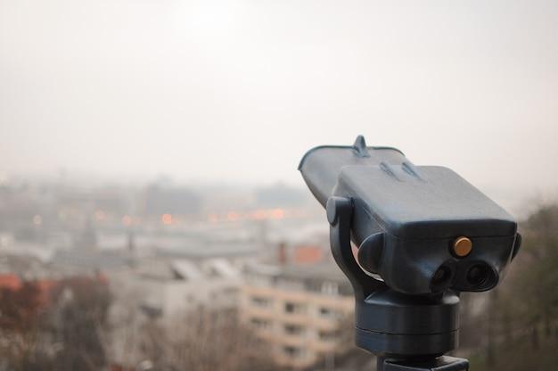관광 보기를 위한 외부의 큰 무료 망원경