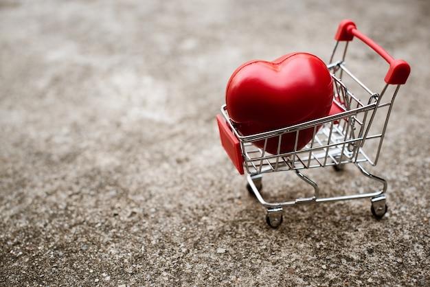 Big heart gift in shopping cart.
