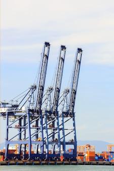 Большой промышленный порт