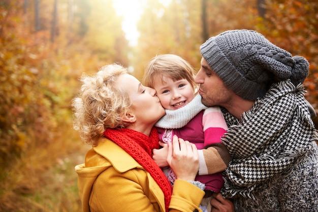 Большой поцелуй для маленькой девочки