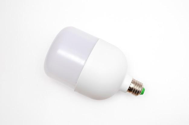 Большая светодиодная лампа на белом фоне.