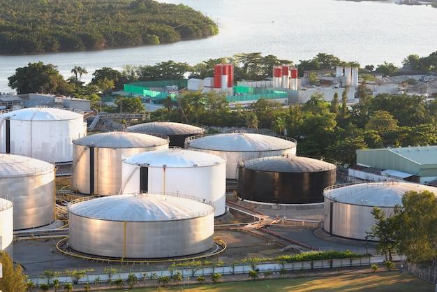 Большая нефтяная корзина с видом на бангкок