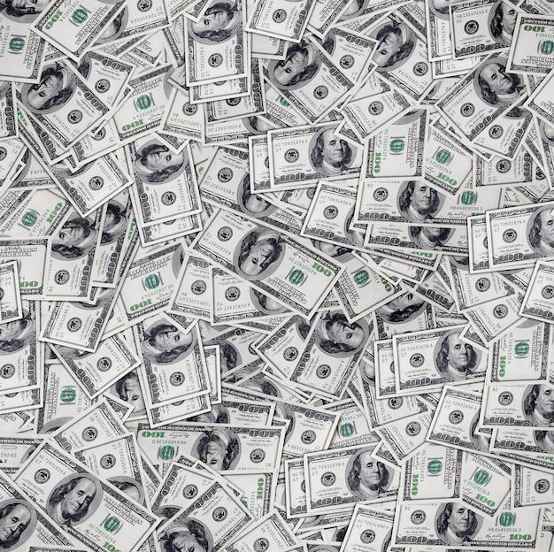 Большая куча денег стопка американских долларов
