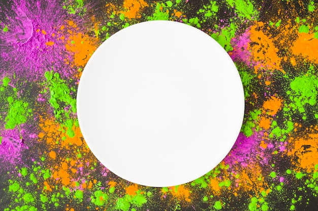 Big plate with scattered powder
