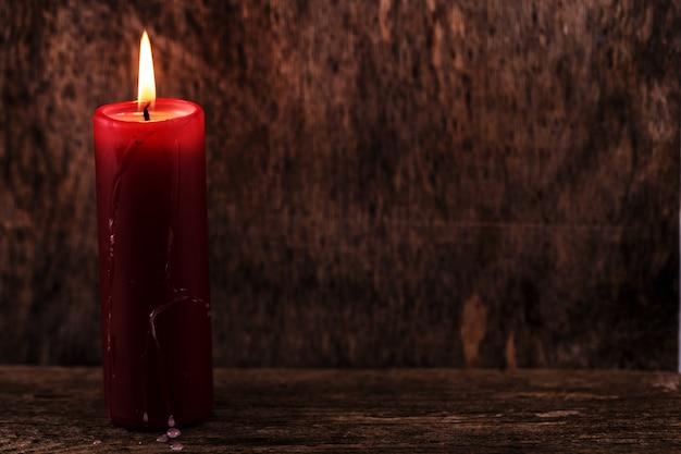 Grande candela rossa