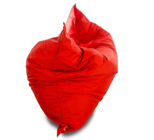 白で隔離される大きな赤い正方形のビーンバッグソファチェア